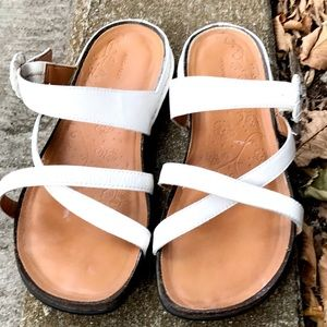 🍑 3/$20 Rockport Whit Leather Sandals W-9 / Eu-40